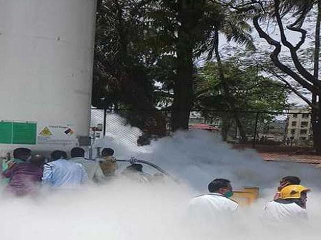 گیس لیکیج کے وقت عملہ بھی موجود تھا، فوٹو : ویڈیو گریب
