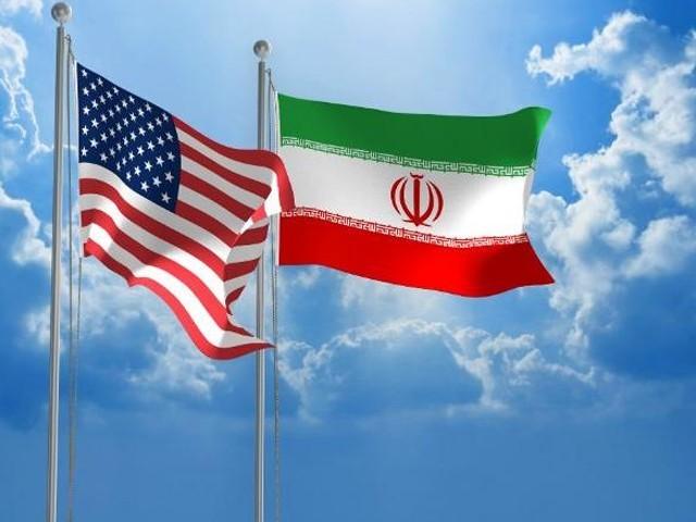 اس معاہدے کے نتیجے میں تہران اپنے جوہری پروگرام میں تخفیف کرکے کچھ پابندیوں میں نرمی کا خواہش مند ہے۔(فوٹو:فائل)