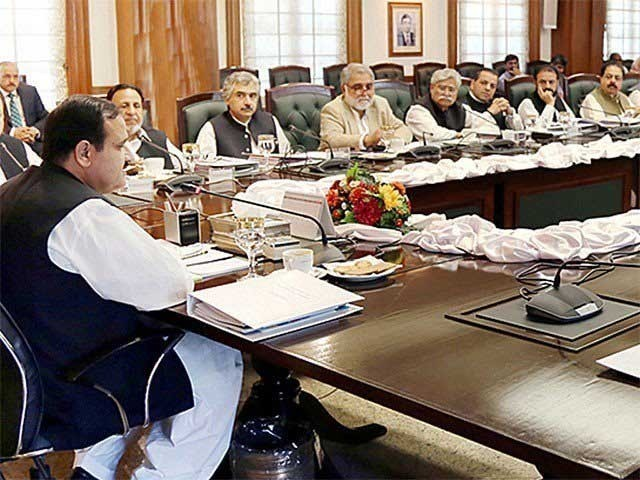 كم تنخواہ والے سرکاری ملازمین كو بجٹ سے قبل 4 ماہ کا 25 فیصد ڈسپیرٹی الاؤنس دیا جائے گا، اجلاس میں فیصلہ (فوٹو: فائل)