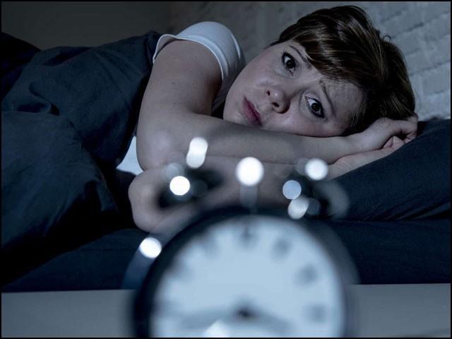 ادھوری نیند اور ڈیمنشیا میں تعلق کسی شخص کے رنگ و نسل پر بالکل بھی انحصار نہیں کرتا۔ (فوٹو: انٹرنیٹ)