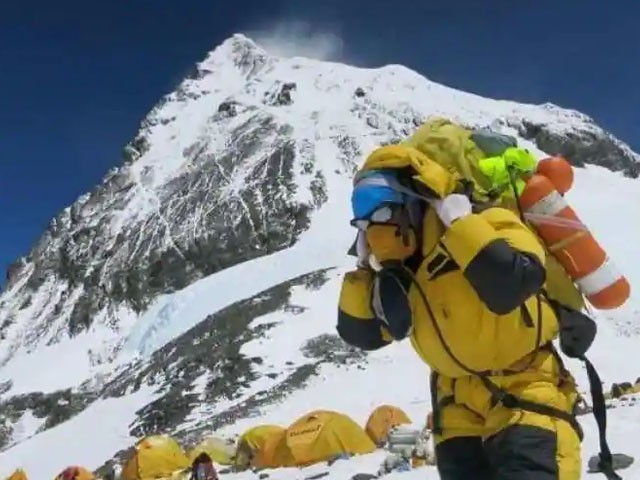 The corona virus has reached the world's highest peak, Mount Everest