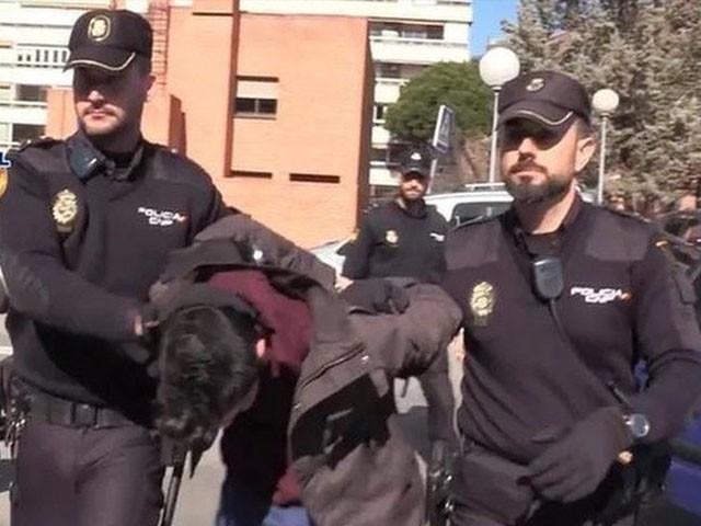 پولیس نے ملزم کی شناخت ظاہر نہیں کی، فوٹو: فائل