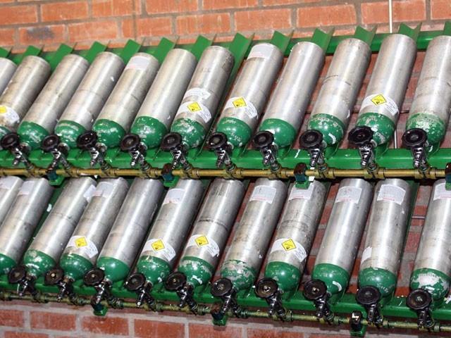 ایک پلانٹ فی گھنٹہ 7500 کیوبک میٹر اکیسجن پیدا کرسکتا ہے، انجینئرز ایسوسی ایشن۔ فوٹو:فائل