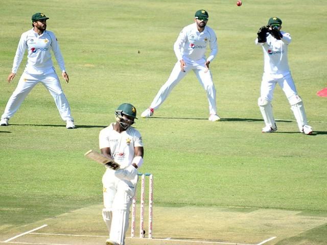 قومی ٹیم میں ایک تبدیلی کرتے ہوئے یاسر شاہ کی جگہ ساجد خان کو شامل کیا گیا ہے
