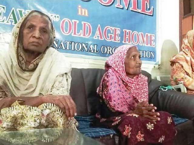 پنجاب میں 6اولڈایج ہومز سرکاری سطح پر کام کررہے ہیںفوٹو: ایکسپریس