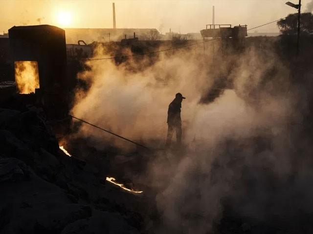 باوجود دنیا بھر میں ہونے والےمضر گیسوں کے اخراج میں چین کا حصہ 27 فیصد ہے۔(فوٹو: اے ایف پی)