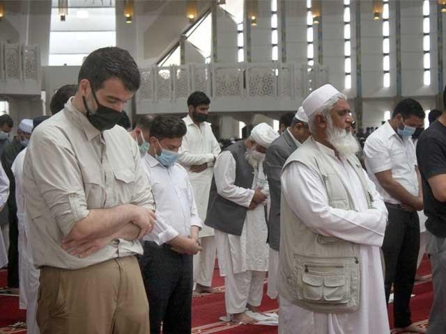 اس ماہِ مبارک کی فیوض و برکات سے جو لوگ واقف ہیں وہ رمضان المبارک میں عبادات کا کوئی موقع اور لمحہ ضایع نہیں کرتے۔ فوٹو : فائل