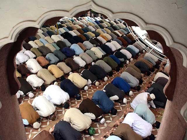 ماہ رمضان المبارک کے آخری جمعے کو ہم جمعتہ الوداع کہتے ہیں۔ فوٹو : فائل