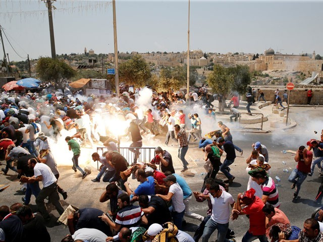 Israeli army tortures and fires on worshipers at Al-Aqsa Mosque