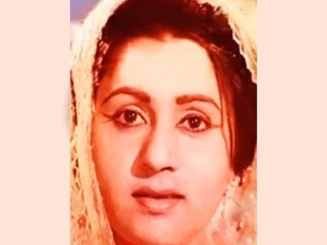 اداکارہ طلعت صدیقی پاکستان کی معروف گلوکارہ فریحہ پرویز کی خالہ اور اداکارہ عارفہ صدیقی کی والدہ تھیں فوٹوفائل