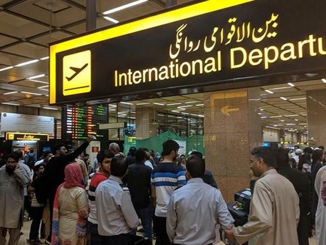 دو مسافروں کو کسٹمز ایکٹ کے تحت مقدمہ درج کرکے گرفتار کرلیا گیا . فوٹو : فائل