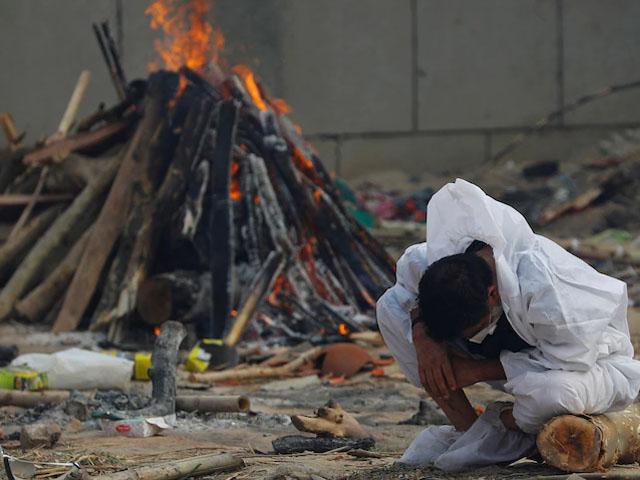 ایکسپریس نیوز - بھارت میں کورونا سے ایک دن میں ہلاکتوں کے تمام ریکارڈ ٹوٹ گئے thumbnail