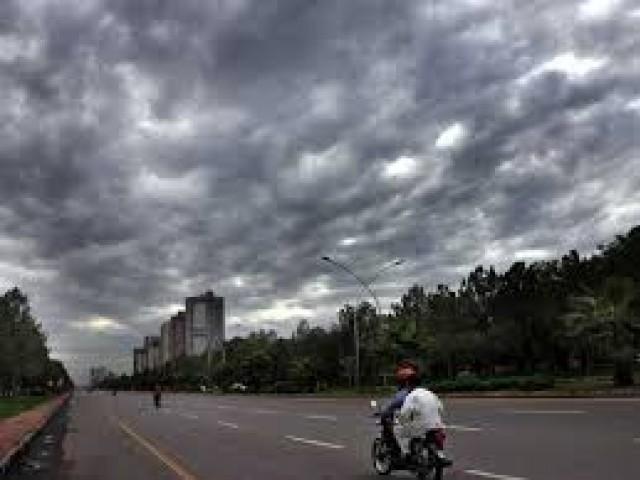 عید کے روز ملک کے اکثر علاقوں میں صبح کے وقت موسم گرم و خشک رہنے کا امکان ہے۔(فوٹو:فائل)