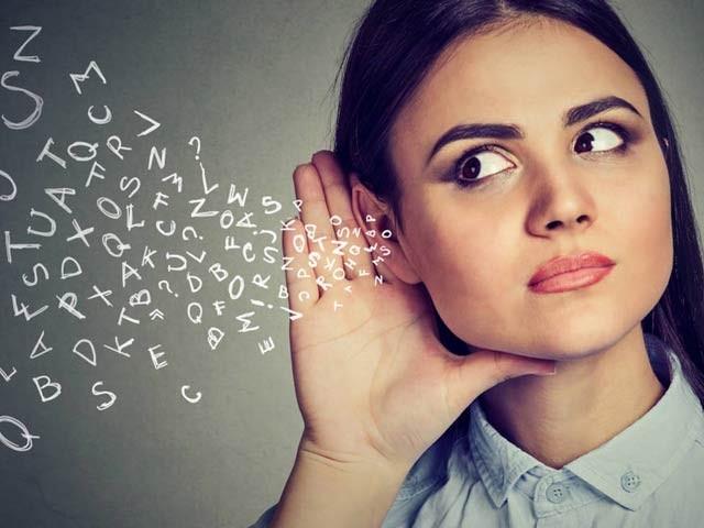 ہماری آواز میں ہماری ذات کے کئی گوشے چھپے ہوسکتے ہیں۔ فوٹو: فائل
