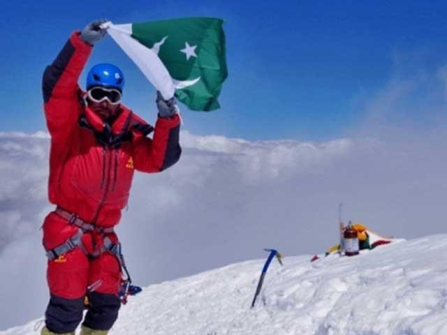 سرباز خان کے ٹو، نانگا پربت، مناسلو، انمپورنا جیسی چوٹیاں بھی سر کر چکے ہیں۔ فوٹو : سوشل میڈیا
