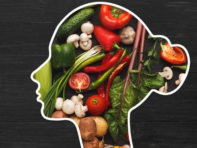 پھل اور سبزیوں کا استعمال دماغی تناؤ کو کم کرسکتا ہے۔ فوٹو: فائل