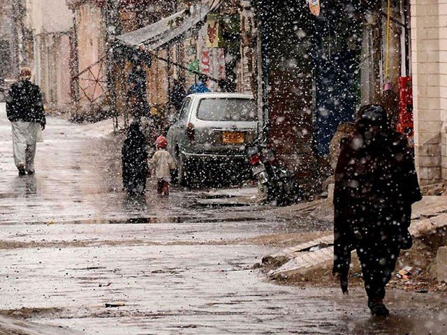 لاڑکانہ، خیرپور، شہید بے نظیرآباد میں گرج چمک کے ساتھ بارش ہونے کی توقع ہے، محکمہ موسمیات۔ فوٹو:فائل