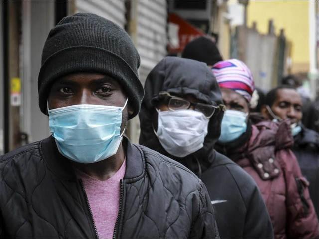 عالمگیر وبا کے دوران ایشیائی، ہسپانوی اور سیاہ فام آبادی کو طبی ماہرین تک رسائی میں زیادہ مشکلات پیش آئیں (فوٹو : فائل)