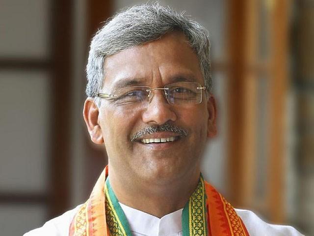 اترکھنڈ کے سابق وزیراعلیٰ تریونیدر سنگھ روات کو شدید تنقید کا نشانہ بنایا جا رہا ہے، فوٹو: فائل