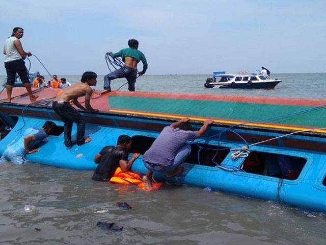 A boat capsizes while taking a selfie in Indonesia, killing seven people