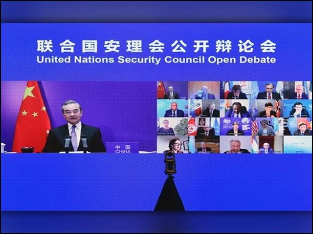 سلامتی کونسل کے ہنگامی اجلاس میں چینی وزیرِ خارجہ نے کشیدگی کے خاتمے کےلیے چار نکاتی حل تجویز کیا۔ (فوٹو: چائنیز میڈیا)