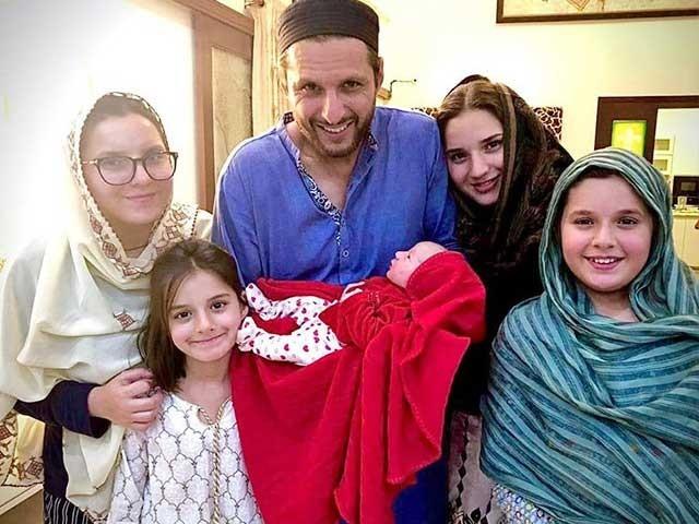 میں نے ہر بیٹی کے ساتھ اپنی قسمت کو بدلتے ہوئے دیکھا ہے، شاہد آفریدی فوٹوفائل