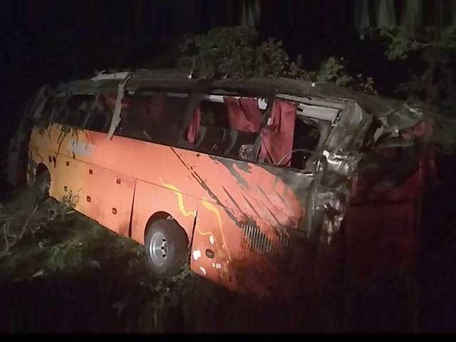 A speeding passenger coach overturned in Pinnu Aqil, killing 13 people and injuring 20 others