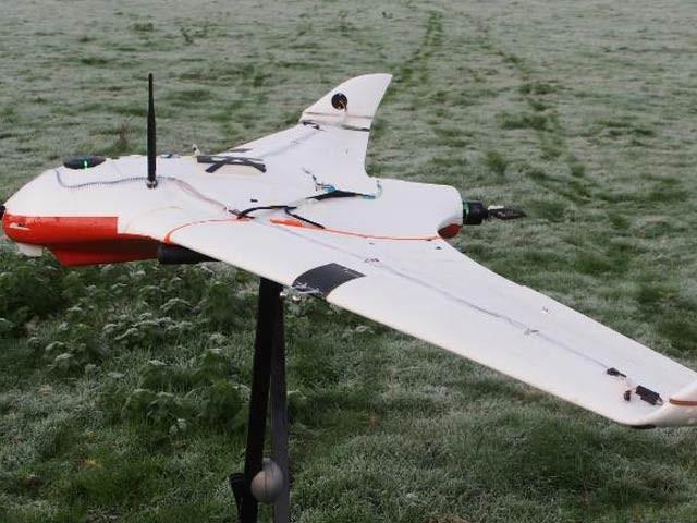 برطانوی یونیورسٹی کے سائنسداں متحدہ عرب امارات میں ایسے طیاروں کے تجربات کریں گے جو ہلکے بادلوں کے قطروں میں پانی کو چارج کرکے ان سے بارش برسانے کا کام کریں گے۔ فوٹو: سی این این