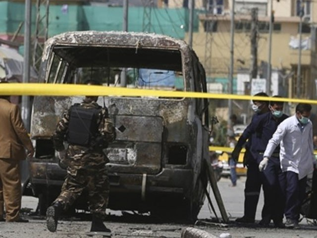 افغانستان میں یونیورسٹی بس دھماکے میں تباہ، 4 لیکچرار جاں بحق