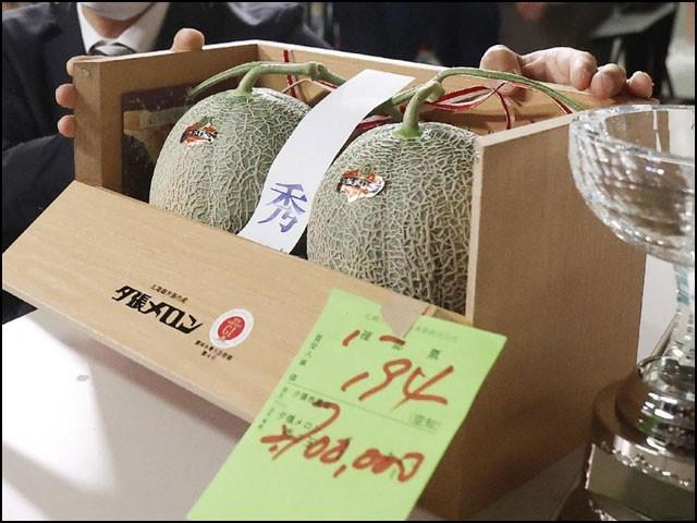 جاپانی خربوزوں کی جوڑی 39 لاکھ روپے میں نیلام