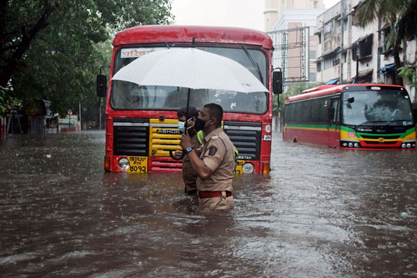 Cyclone takte hit india