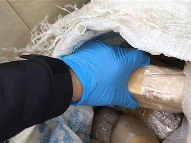 چرس کی عالمی مارکیٹ میں قیمت 5کروڑ 21 لاکھ روپے کے لگ بھگ ہے۔ فوٹو: فائل