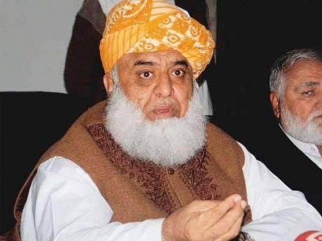مجھے کہا جاتا ہے مولانا صاحب آپ شریف آدمی ہیں آپ بھی سیاست کرتے ہیں، بھکر میں کارکنوں سے خطاب (فوٹو : فائل)