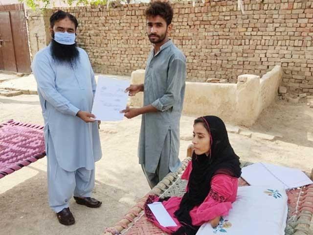 معذور طالبہ کرن اشتیاق کی ویڈیو سوشل میڈیا پر وائرل ہوئی تھی۔