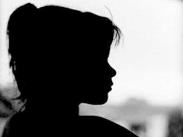پڑوسی ندیم نے تین جون کو بیٹی کے ساتھ زبردستی زیادتی کی، والد۔ (فوٹو: فائل)