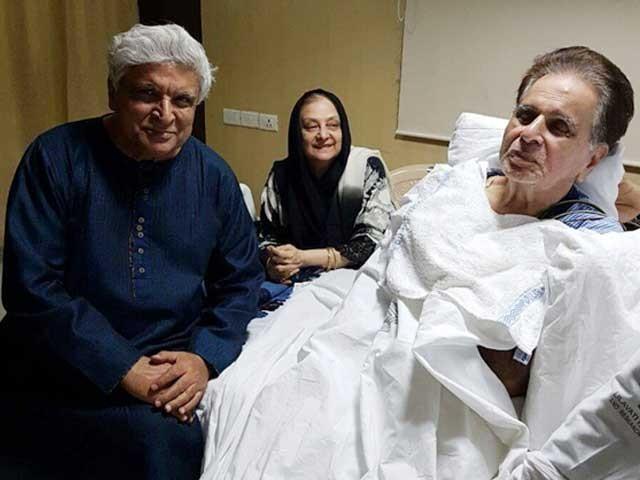 بھارتی فلم انڈسٹری کے لیجنڈ اداکاردلیپ کمار ان دنوں سانس کی تکلیف کے باعث اسپتال میں زیرعلاج ہیں۔