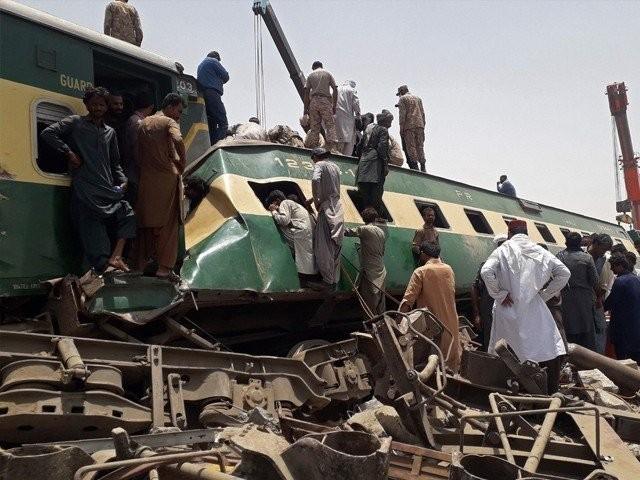 سینیئر عملے کی رپورٹس وزیر ریلوے کو بھجوادی گئی ہیں۔