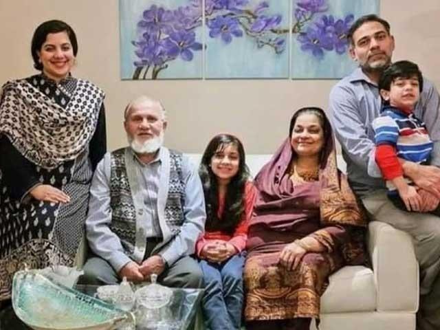 ڈاکٹر اطہرقیام پاکستان سے قبل پشاور آکرآباد ہوئے تھے جس کے بعد انگلینڈ اوربعدازاں کینیڈا منتقل ہو گئے تھے: فوٹو: فائل