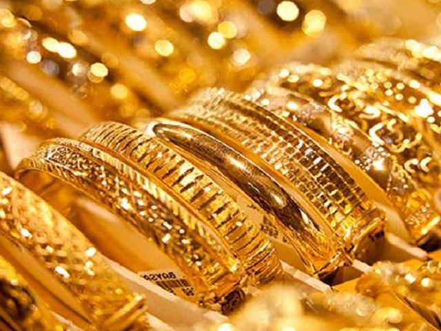 فی تولہ سونے کی قیمت گھٹ کر 111100 روپے ہوگٸی . فوٹو : فائل