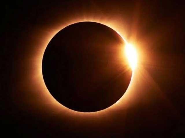 دوپہر 3  بج کر 42منٹ پر سورج گرہن اپنے عروج پر ہوگا، ماہرفلکیات ڈاکٹر جاوید اقبال۔ فوٹو : فائل