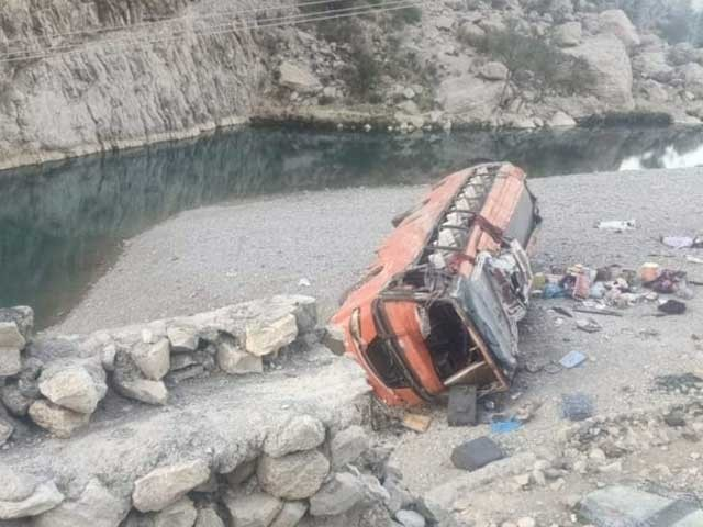 حادثے میں متعد افرا د زخمی ہوئے، زخمیوں میں خواتین اور بچے بھی شامل ہیں۔
