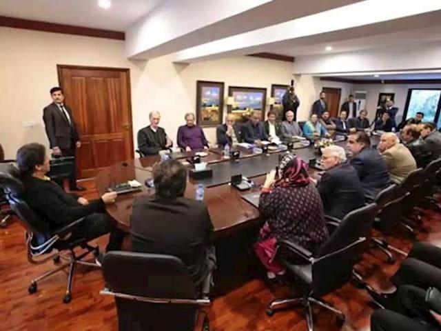 وزیر اعظم عمران خان کی زیر صدارت ہونے والے اجلاس میں  قومی اسمبلی میں ہنگامہ آرائی کے واقعات کاجائزہ لیاجائےگا۔(فوٹو:فائل)