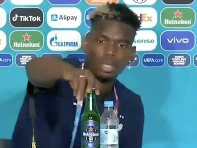 پال پوگبا جرمنی کے خلاف میچ کا بہترین کھلاڑی قرار پانے کے بعد پریس کانفرنس کر رہے تھے ۔ فوٹو : فائل