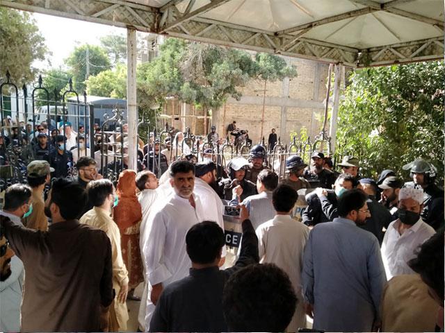 اپوزیشن نے پورے صوبے میں احتجاج کی کال دے دی۔ فوٹو:فائل