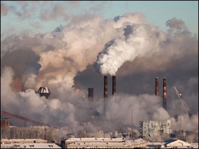 فضائی آلودگی کی سب سے خطرناک قسم وہ ذرّات ہوتے ہیں جن کی جسامت 2.5 مائیکرون یا اس سے کم ہوتی ہے۔ (تصاویر: انٹرنیٹ/ ای پی اے)