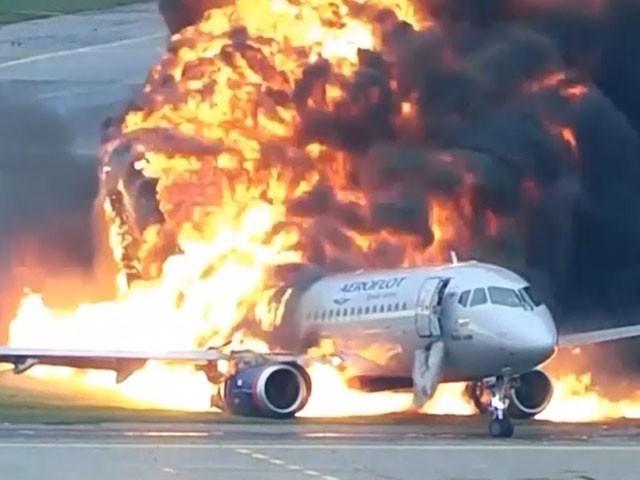 طیارے میں 20 افراد سوار تھے، فوٹو: فائل