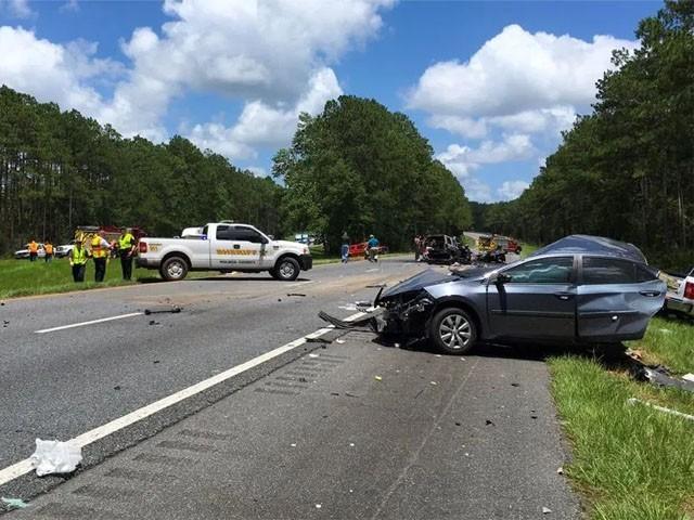 کاروں کے اس ہولناک تصادم کے نتیجے میں ہلاک ہونے والے بچوں کی عمریں 4 سے 17 سال کے درمیان ہیں۔(فوٹو:اے ایف پی)