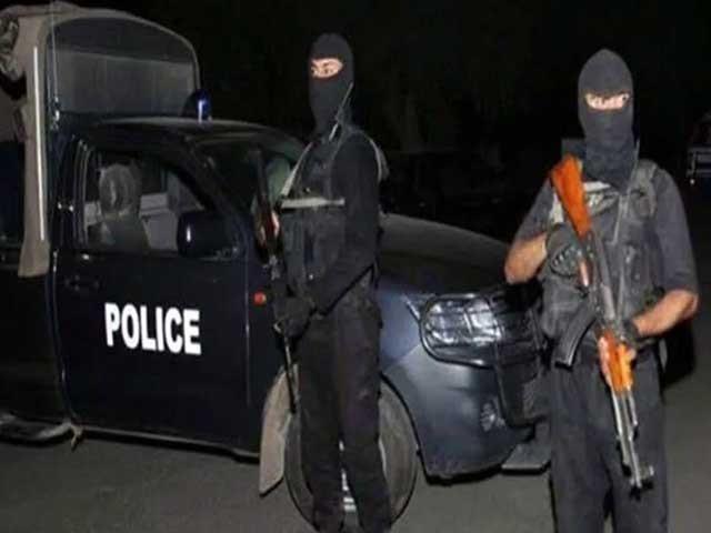 پولیس اہلکاروں نے شہری کو سپرہائی وے لے جا کر ڈرا دھمکا کر 25 لاکھ روپے چھین لئے