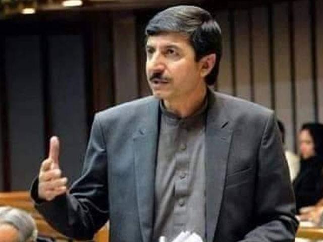 عثمان خان کاکڑ کو برین ہیمرج ہوا تھا اور وہ اپنے گھر میں گرکر زخمی ہوگئے تھے۔ فوٹو:فائل