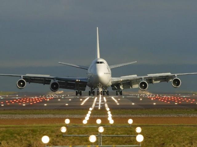 وزارت خزانہ نے 3ہوائی اڈے اور 3اہم شاہراہیں رہن رکھنے کیلیے اجازت مانگ لی۔ فوٹو: فائل